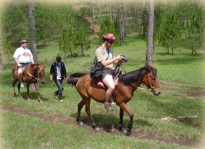 Horseback-Riding-Dalat